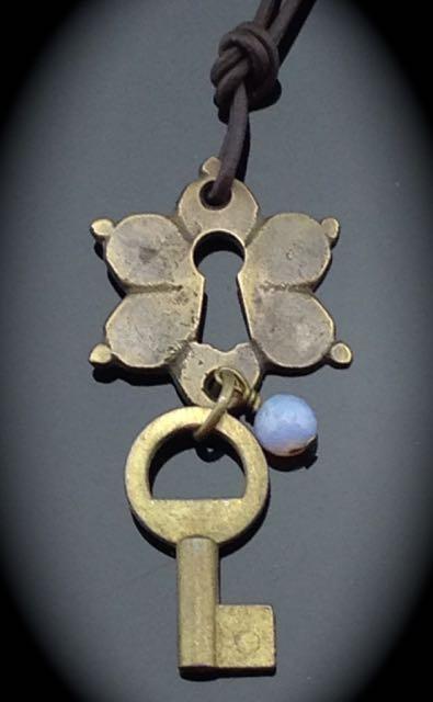 Vintage Skeleton Key Necklace w/ unusual flower Escutcheon